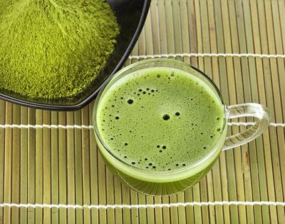 grüner tee im glass